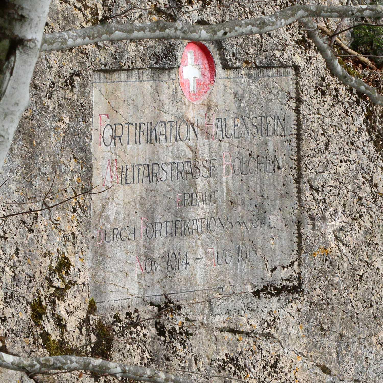 Fortifikation Hauenstein: Felstafel Militärstrasse. (Bild: Diego Sonderegger, Fotograf Verein Fortifikation Hauenstein)